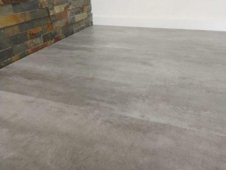 GreenLine Silent XL Stone Fliesenoptik Sichtestrich hell mit Trittschalldämmung Vinylboden