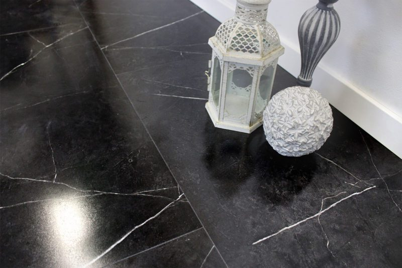 Vinyrock XL Gloss Fliesenoptik Hochglanz Dubai Botticino Dark mit Trittschalldämmung Vinylboden